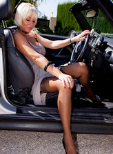 Super-busty platinum blonde milf flashes her stockings and goods in a car outdoors