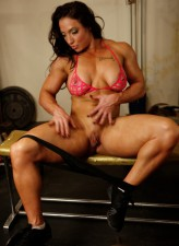 Well-toned gym rat Brandi Mae strips her bra and panties for her big clit workout