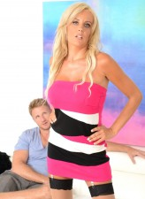 Hot Polish milf Olga Polansky nailed for a discount in her pink bra & FF nylons