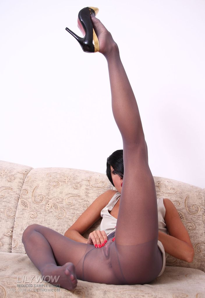 Long legs stockings pantyhose here