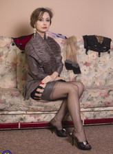 Milf Wanilianna opens legs in full-fashioned stockings & heels to show her bush