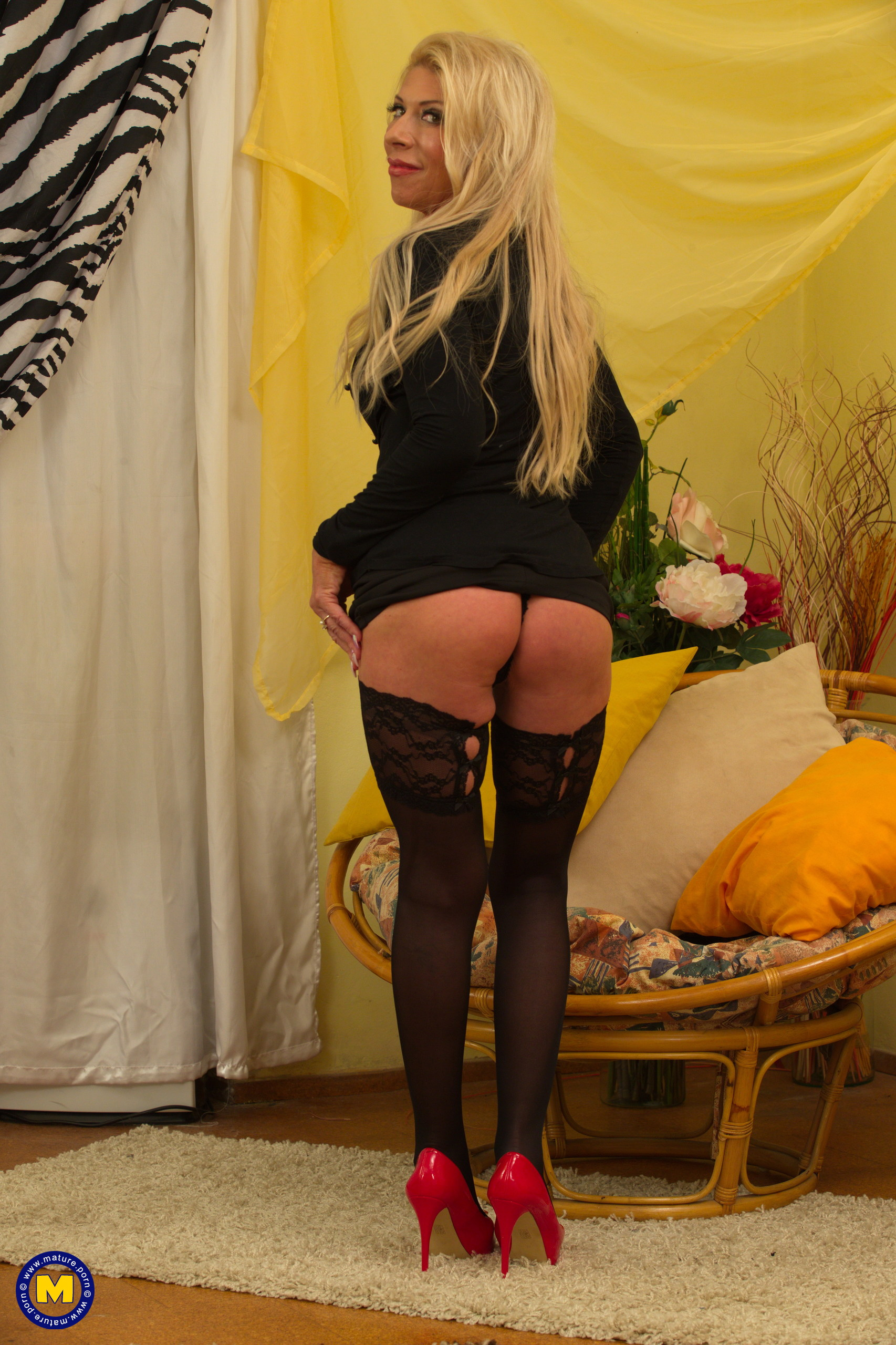 sultry mature sylvie toys her muff wearing fancy black nylons