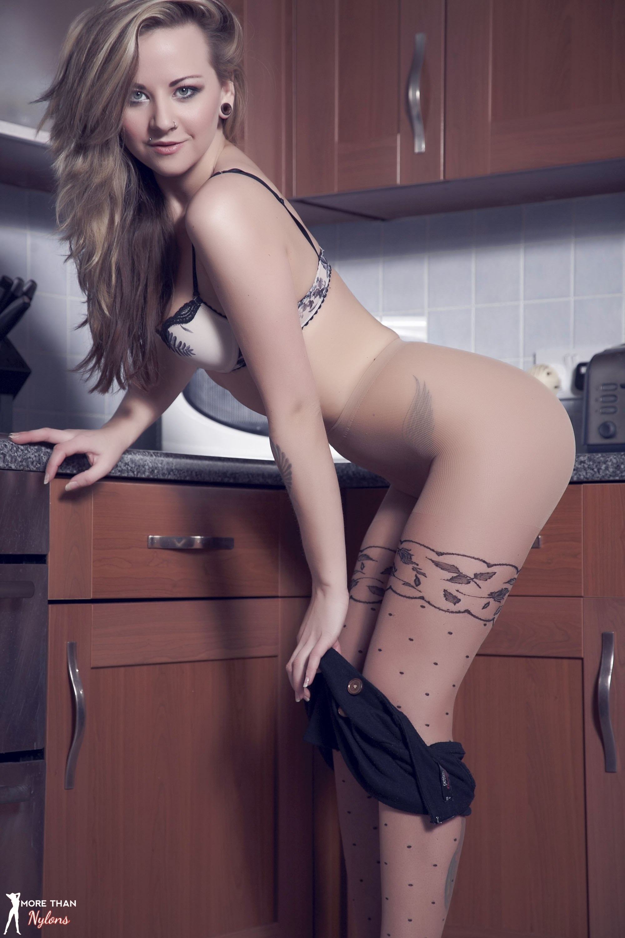Stripping off her pantyhose