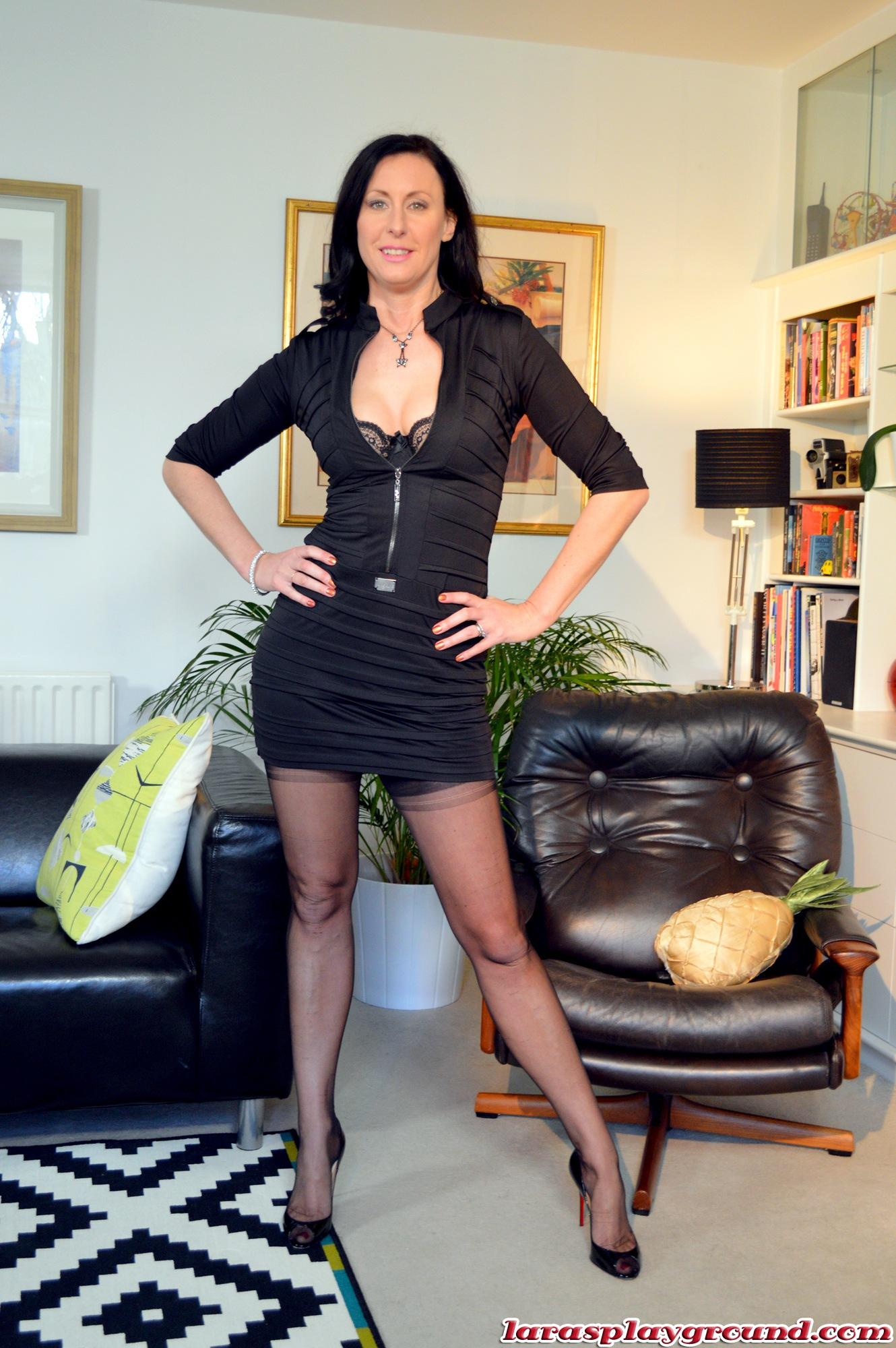 Lara British Milf