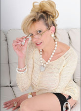 Unfaithful British wife Lady Sonia invitingly parts her legs in contrast seam-n-top nylons