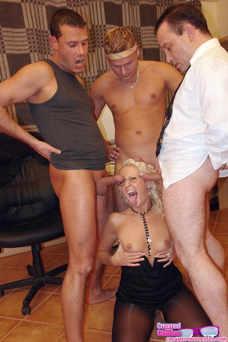 Секретарша пришла устраиваться на работу порно