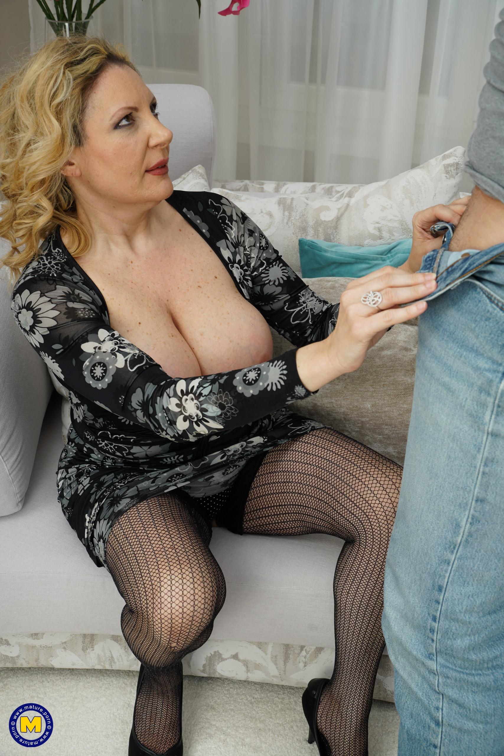Italian Mom Anal Porn