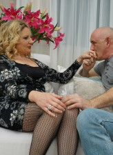 Curvy Italian mom Valentina pulls out her jugs and parts stockinged legs for 101