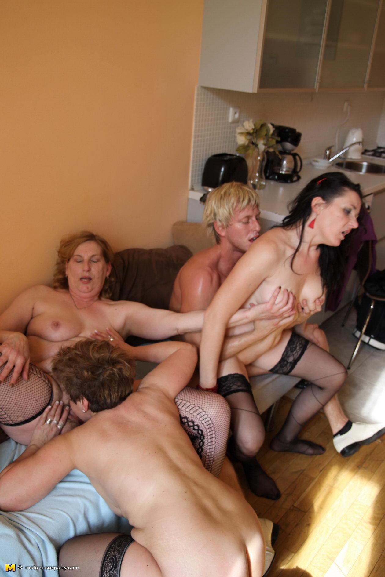 Просто красивое групповое порно 5 фотография