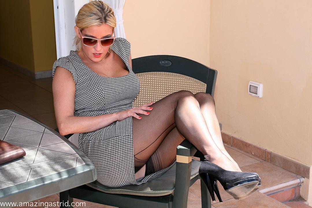 hot cuban girls in tights
