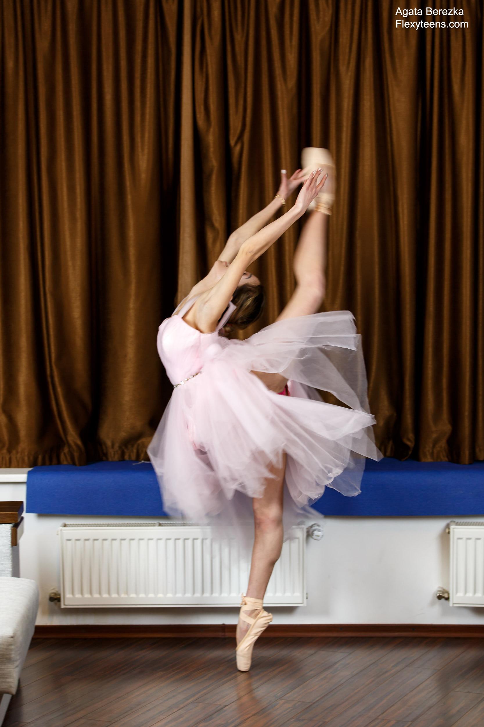 Slender ballerina Agata Berezka shows her amazing ...