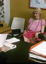 Slutty retro office gal in classy stockings getting dirty at work