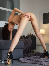 Italian brunette Sade Mare spread legs in high heels