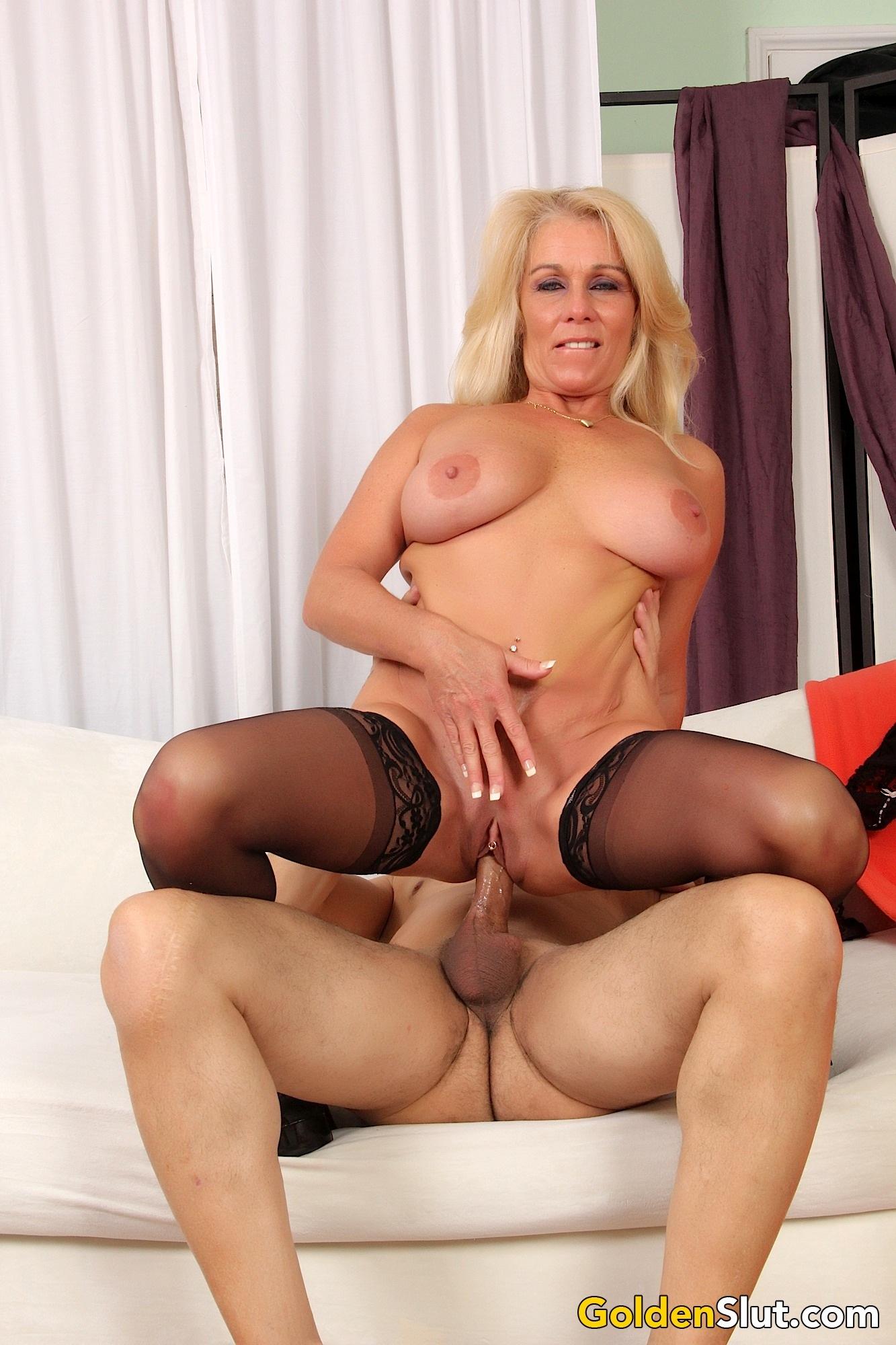 Mature slut Crystal Taylor enjoys a young dick