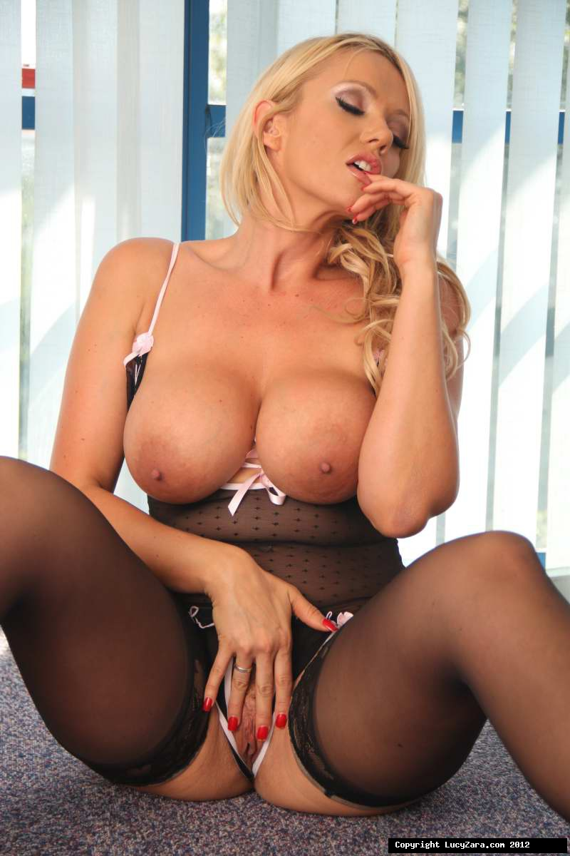 Hot milf solo tube