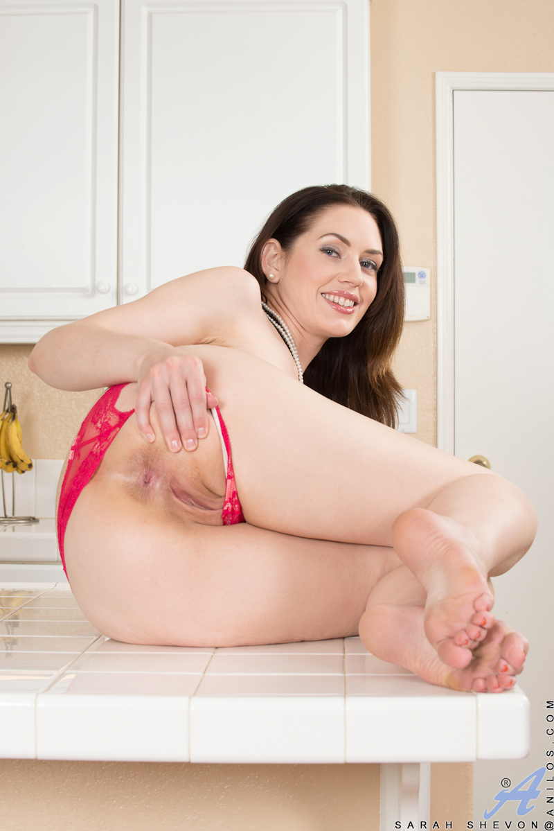 Site, with brunette legs spread wide