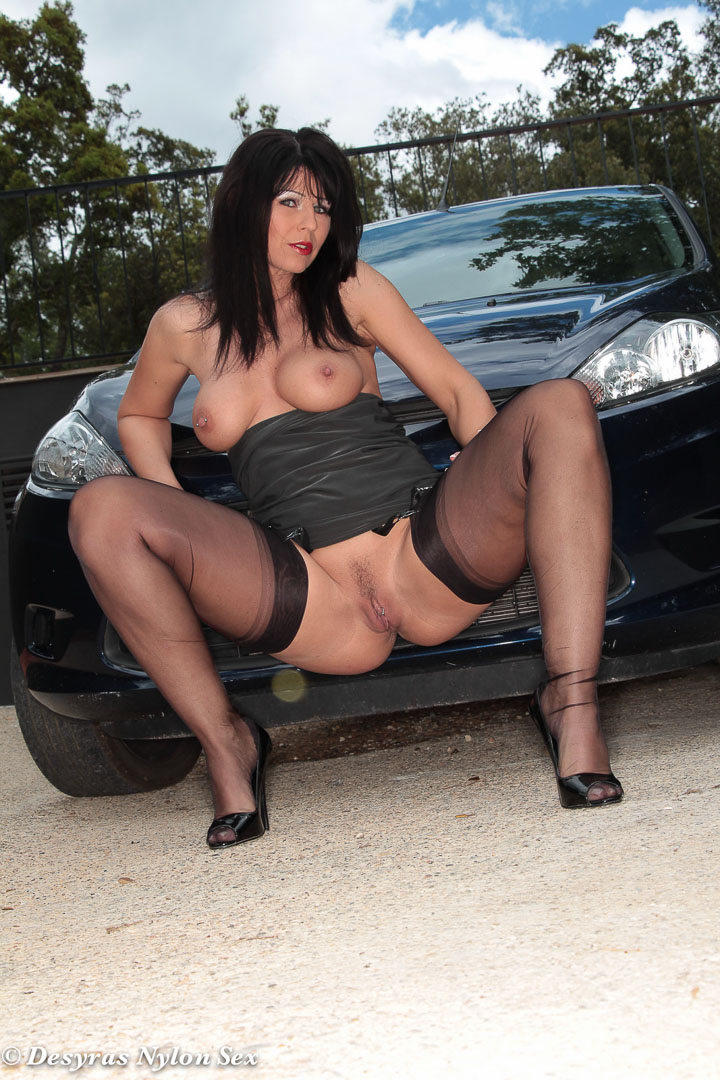 Hot fuck in the car