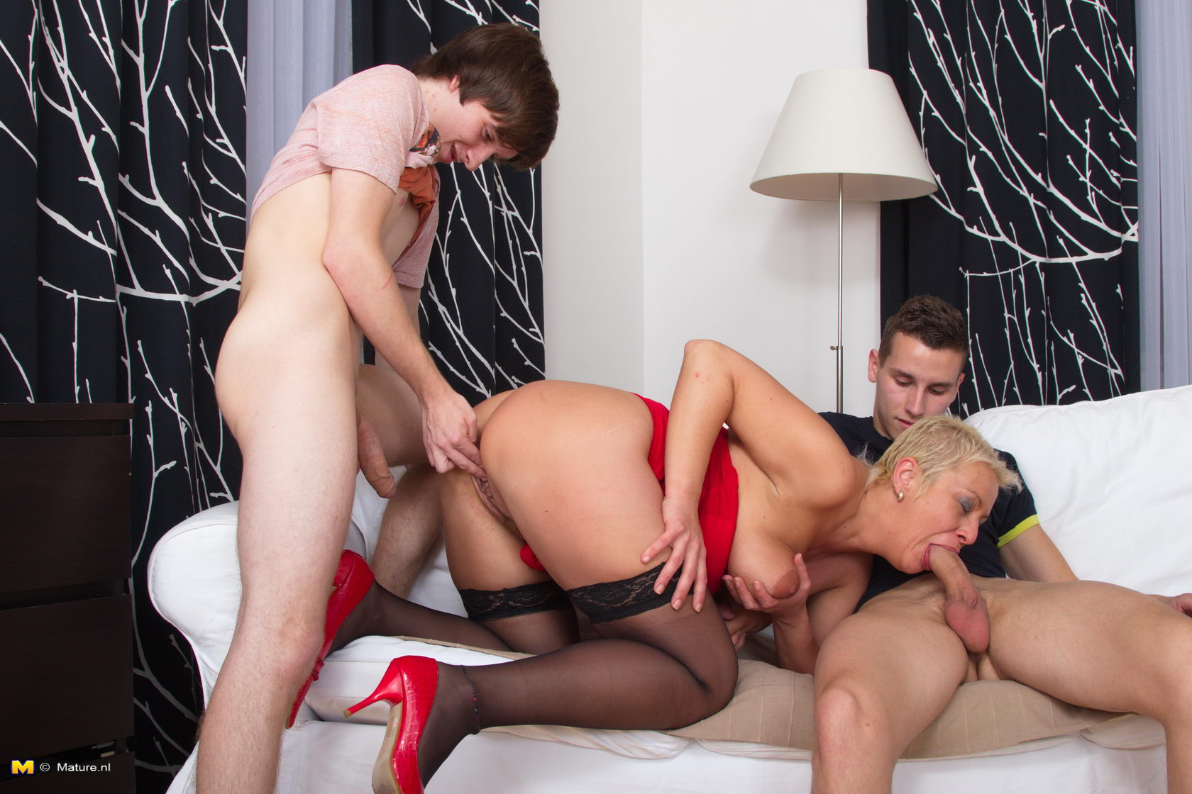 Смотреть онлайн порно со зрелыми мулатками 28 фотография