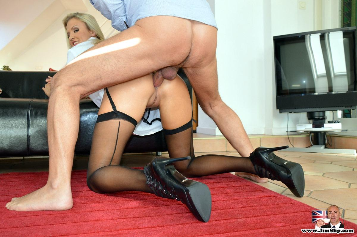 English milf elegant eve peels off sheer tights 3