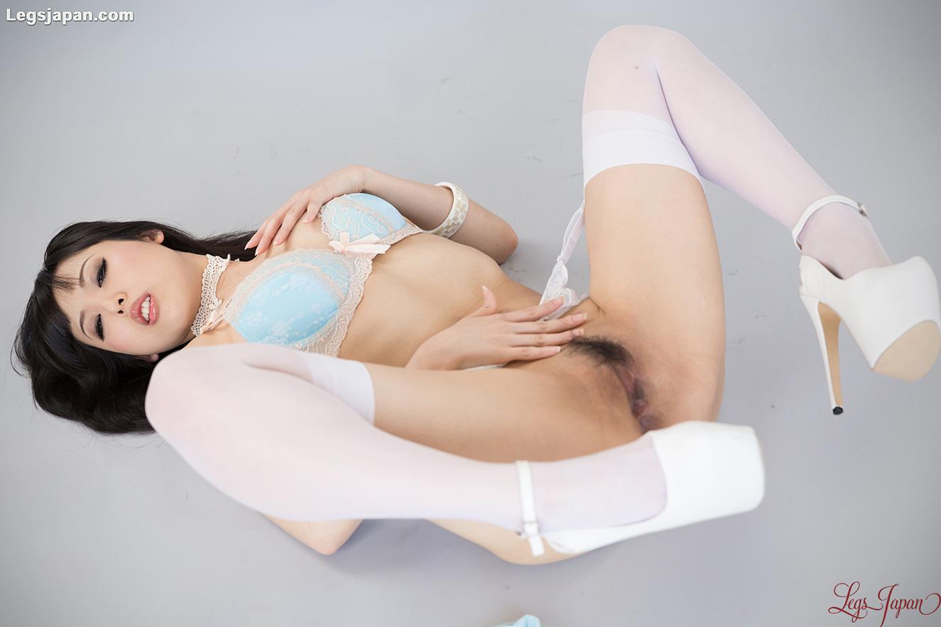 Lick Her Leg 43