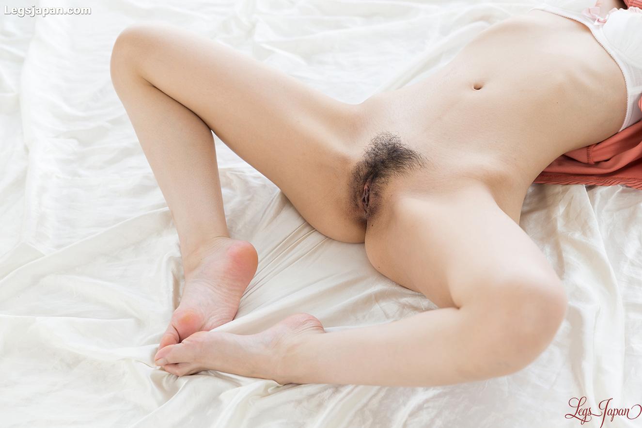 girls between legs nude photo