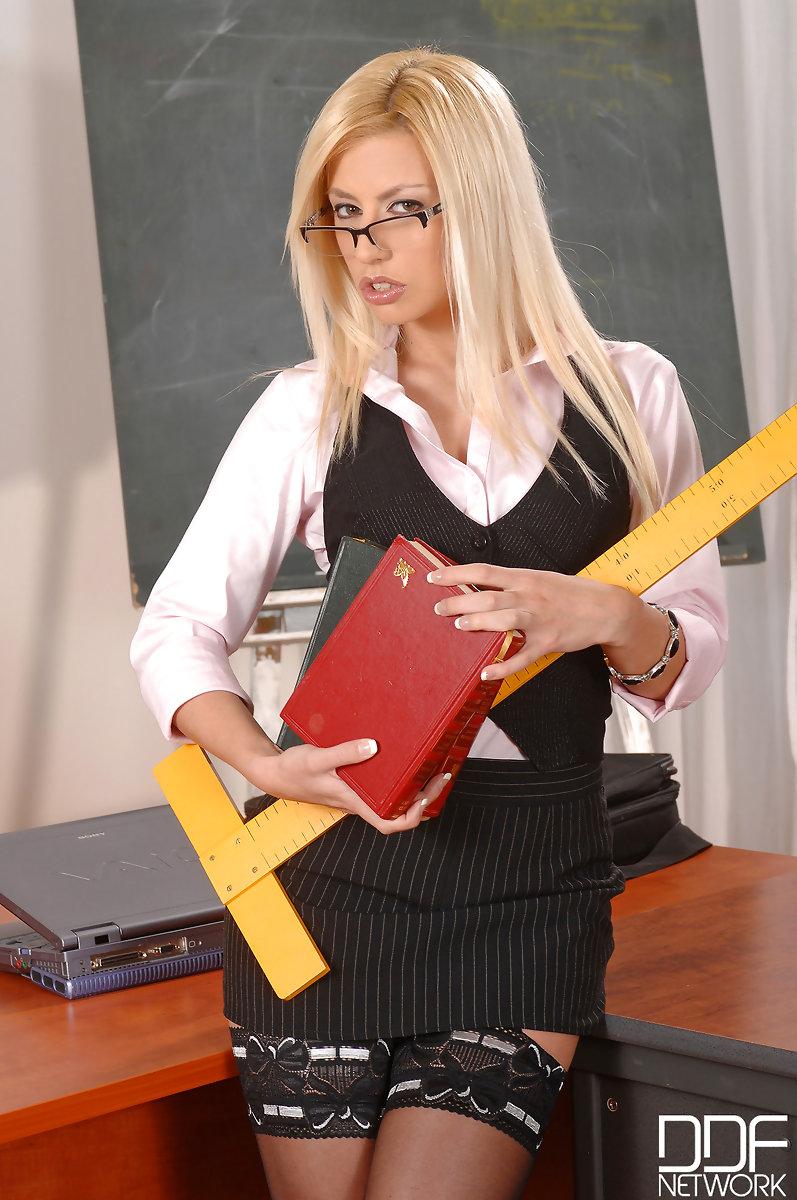 Учитель раздевается перед учениками 2 фотография