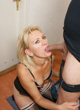 Mom in lace-up bustier and patterned stockings gets her creampie