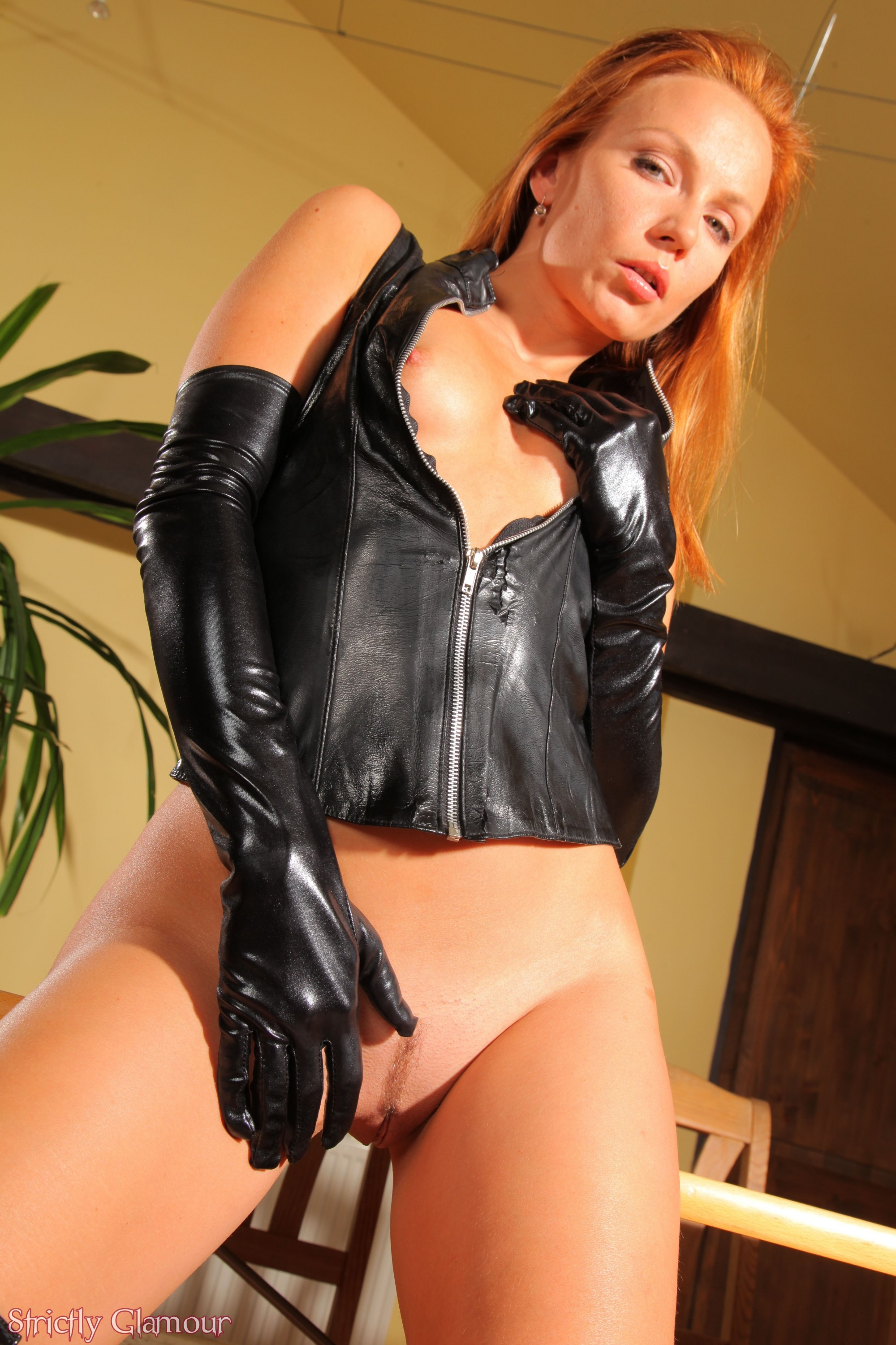 Not present gloves redhead leather many