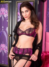 Roxy Mendez - Lusty leisure in lingerie!