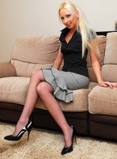 Leggy UK blonde Tracey Lain boasting her feet in reinforced stockings and heels