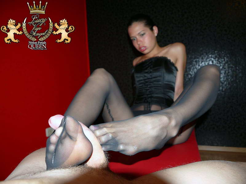 Change pantyhose cock between the legs