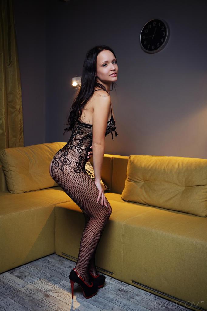 lyndsay lohan poses nude