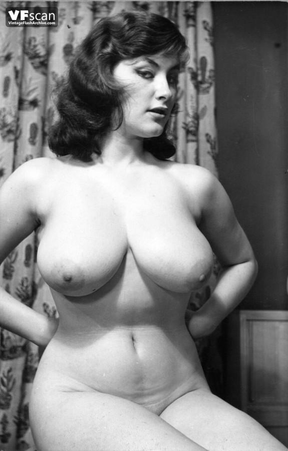 Sensual milf julia ann gets a load of warm jizz on her tits 2