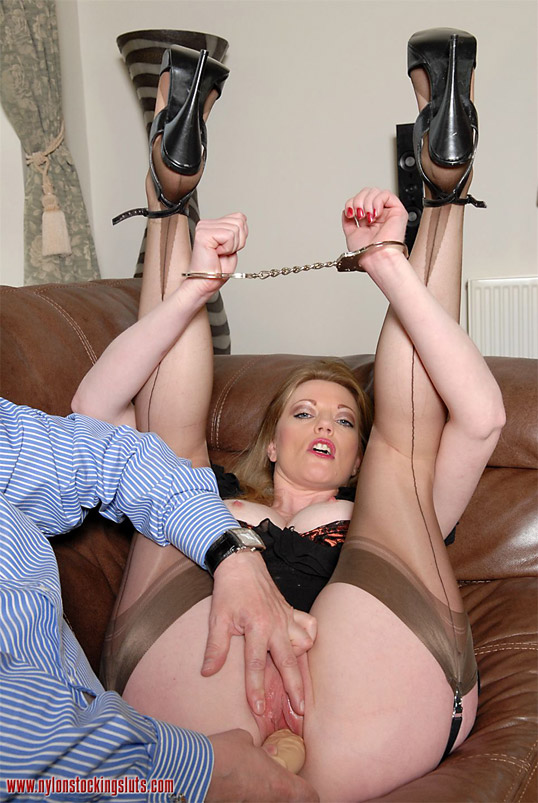 Potty mouth danni marie with her seamed nylon feet