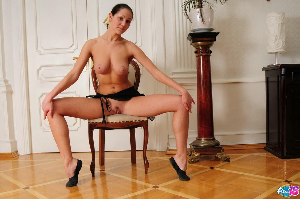 sexy dancer spreads legs