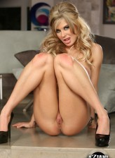 Nude muscle babe Chloe Chaos flashes her fit body and stuffs her eager beaver