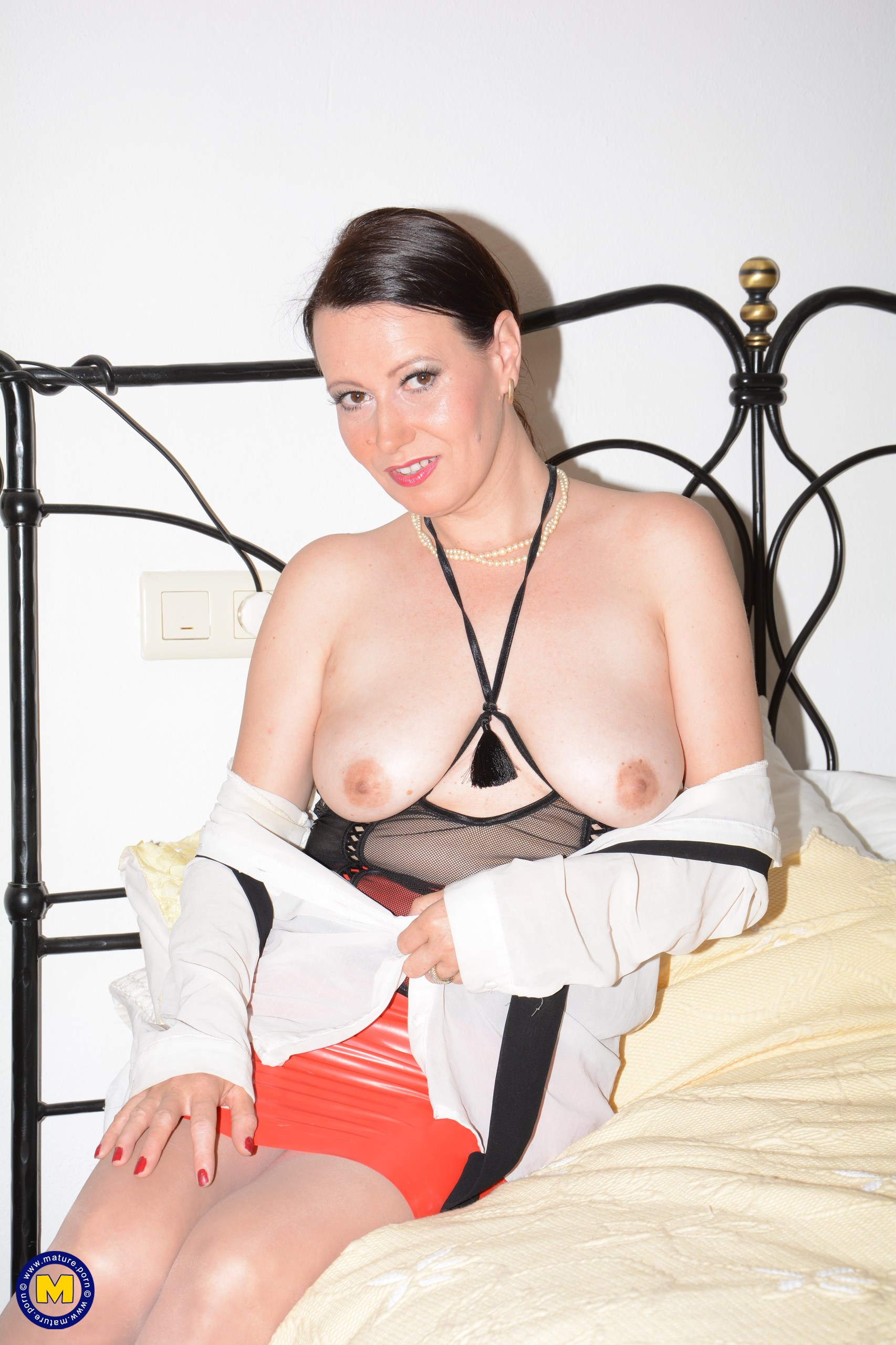 Leashed lez slave gets humiliated