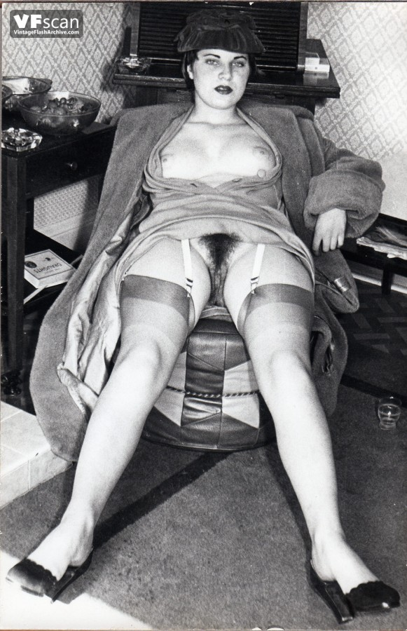 vintage-girdle-gallerie-pussy-fucking
