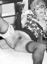 Black-n-white footage with raunchy stocking-clad vintage tarts