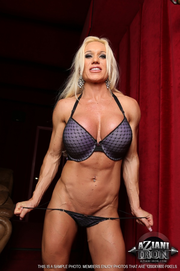 busty-blonde-muscle-naked-lesbian-vampires-video