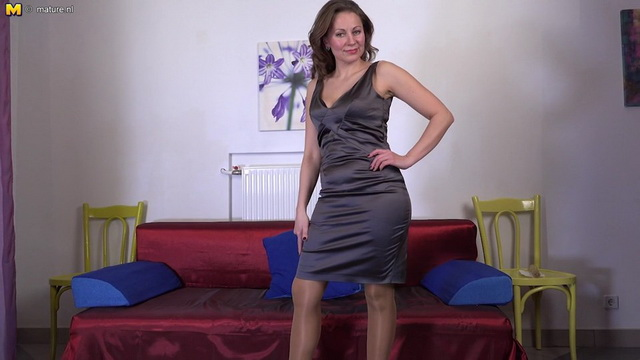 Hot housewife Audrey loves to play with her wet pussy