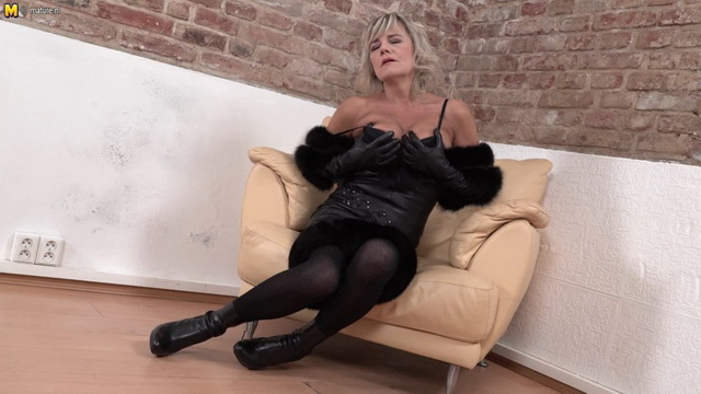 Cherry - mature, solo, pussy, mature nl