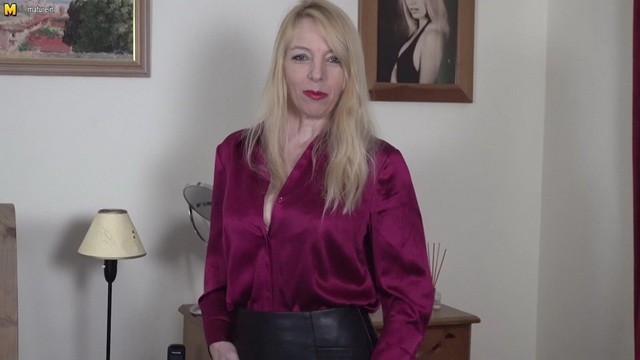 Busty British mature Luct Gresty is in for a little solo adventure