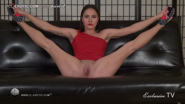 Flexi Angelika spreads high-heeled legs real wide and tugs them behind her head