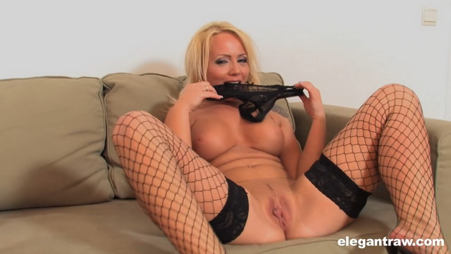 Dirty sexy MILF Sarah Simon toying her pussy and ass