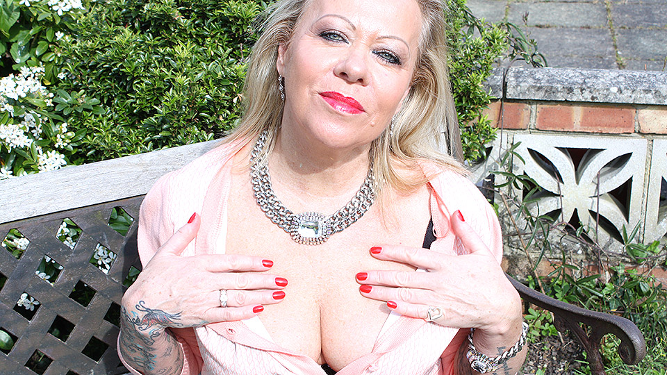 Tattooed British housewife Camilla masturbates in the garden boasting her lingerie and stockings
