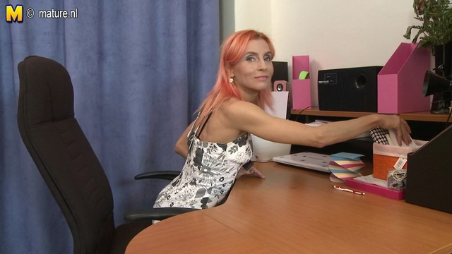 Fiery redheaded milf strips hot leopard panty-n-bra set to rub it off on the desk in her home office