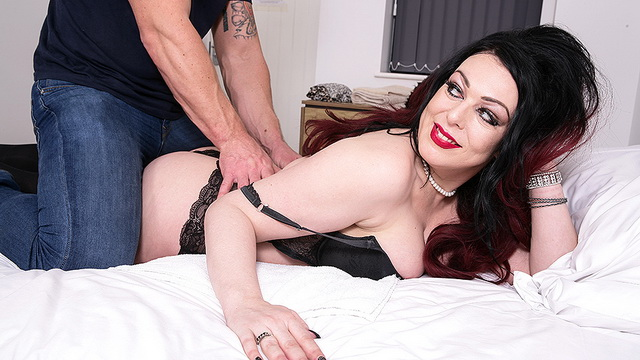 Curvy UK milf Harley Sin strips down to her stockings for a happy ending massage