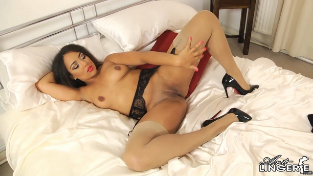 British babe Kayla Louise spreads legs in her lingerie, stockings and high heels
