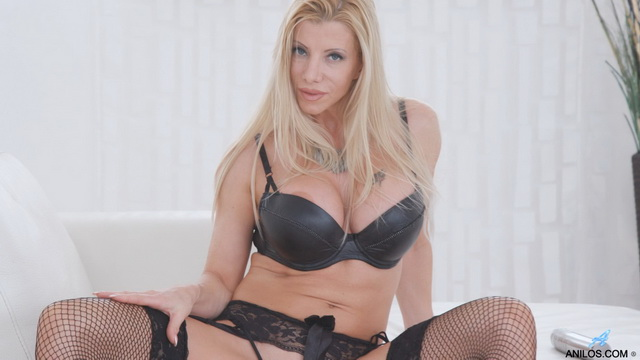 Milf bombshell Lara De Santis gets dirty in her black set and lace-up fishnets